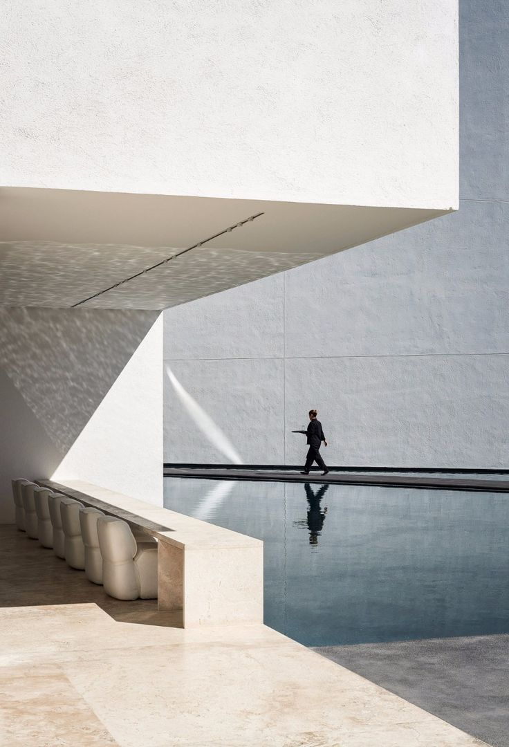 The All-White Amazing Decoration From A Luxury Hotel In Mexico | www.bocadolobo.com #homedecorideas #decorideas #luxuryhotel #hotels #exclusivedesign #interiordesign #allwhite @homedecorideas Luxury Hotel The All-White Amazing Decoration From A Luxury Hotel In Mexico The All White Amazing Decoration From A Luxury Hotel In Mexico 7