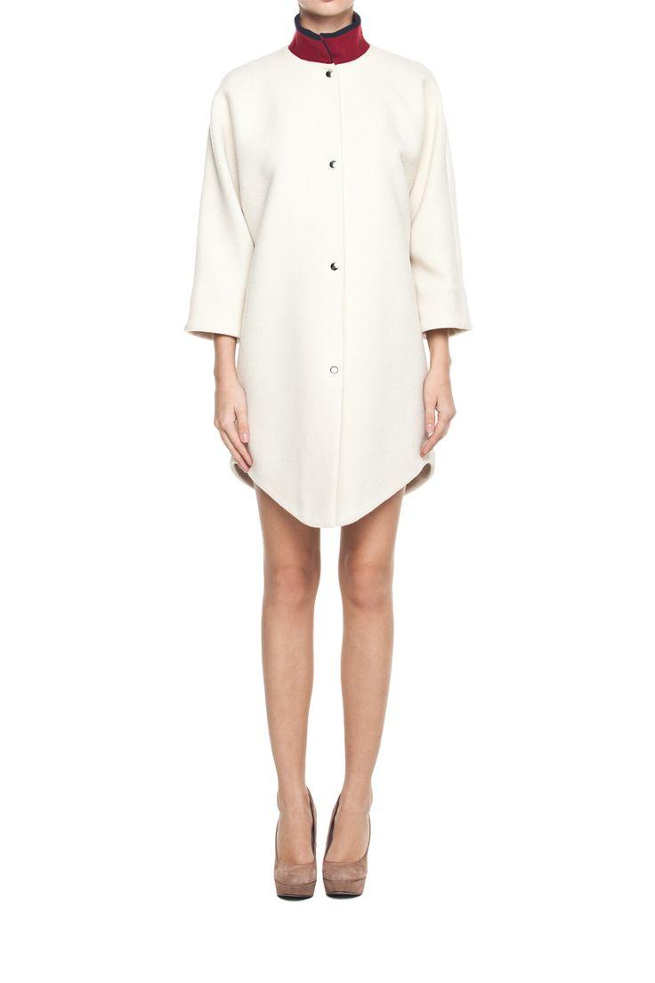 Wełniany płaszcz; Projektant: JUSTYNA CHRABELSKA ; Wartość: 980 zł; Poczucie piękna: bezcenne. Powyższy materiał nie stanowi oferty handlowej