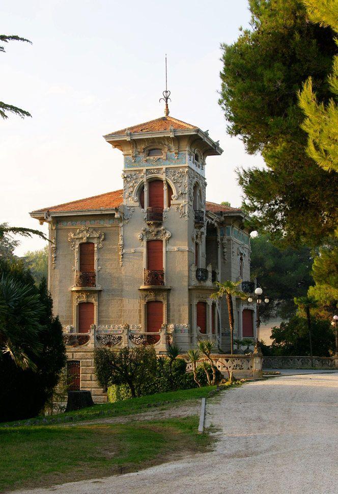 Villa Conti a Civitanova Marche. Scopri altre ville Liberty sul sito www.italialiberty.it