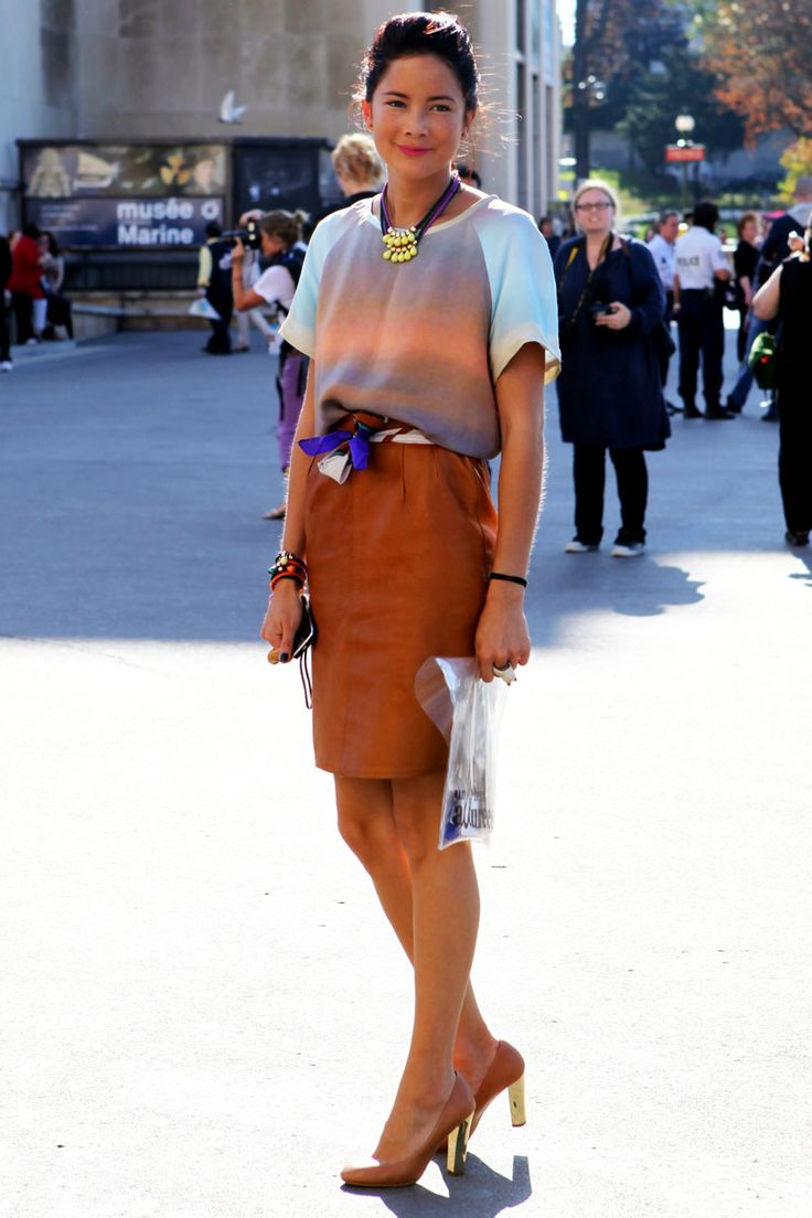 The scarf as a belt. The shoes. Parisian style perfection!