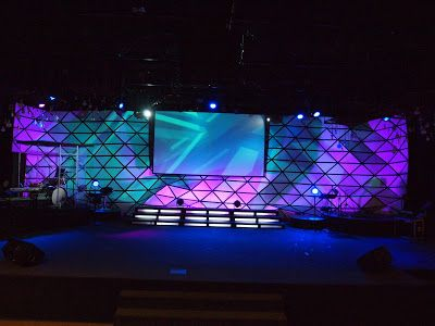 origami triangle stage design - Stage Design Ideas