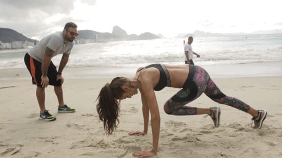 Supermodel Izabel Goulart's Brazilian Beach Workout in 4 Body-Sculpting GIFs