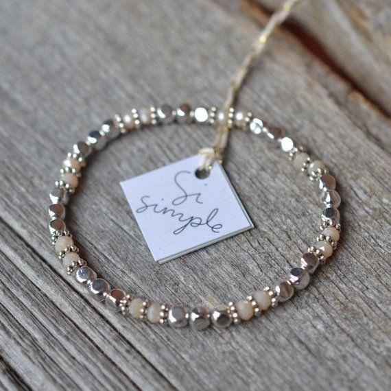 Bracelet billes cubes et cristaux sur fil élastique par SiSimple