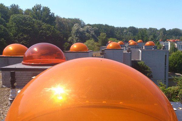 Week 31: De daken van koepeltjeswoningen in Meerzicht op een hete zomerdag