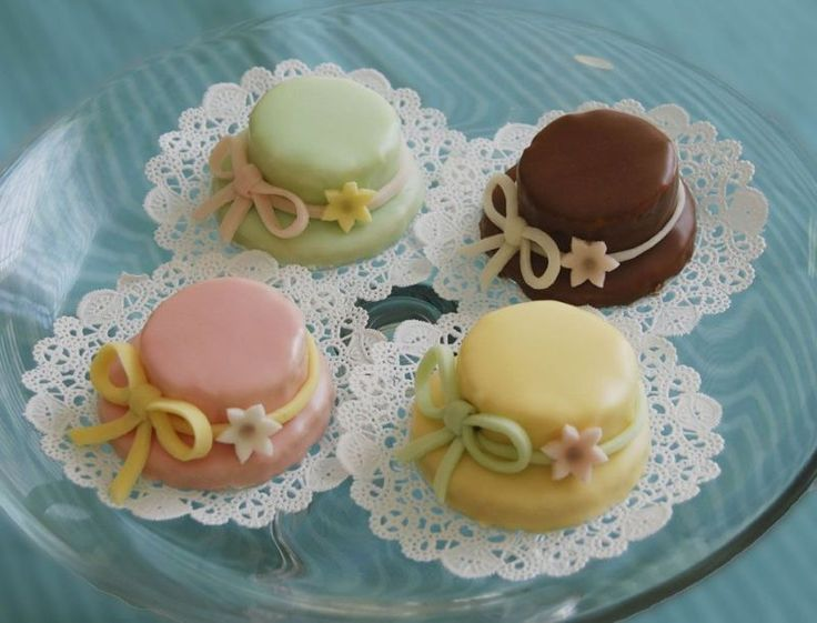 17 Best images about Cakes - Petit Fours on Pinterest ...