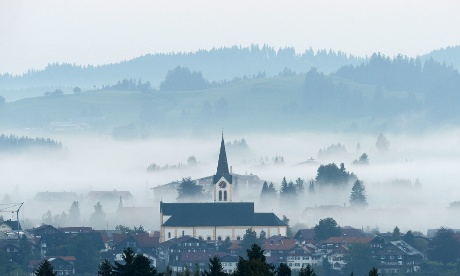 Fog rising from the valley of Oberstaufen in the German Alps this morning makes a beautiful image. Meteorologists are forecasting sunny late summer weather for the coming weekend in southern Germany.