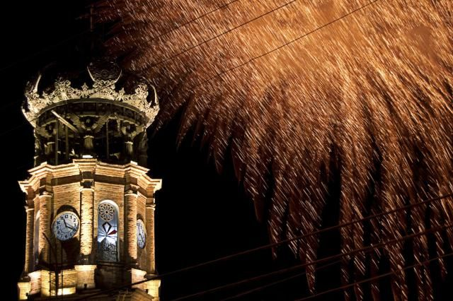 If you'll be ringing in the new year in Mexico, you should know how to celebrate New Year's Eve and New Year's Day the Mexican way..