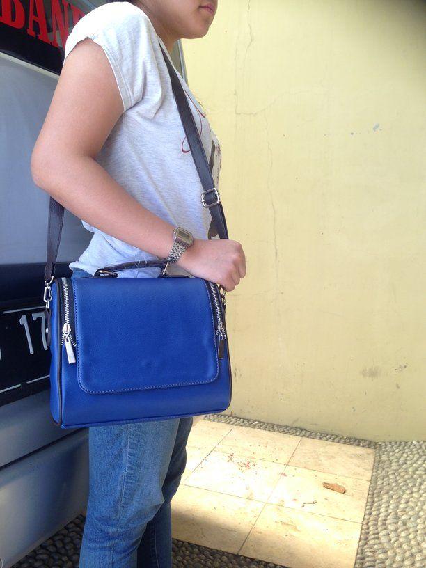 Bags 01, Bahan Sintetis PU, Ukuran (TxL) = 21cm x 25cm. Harga Rp. 60.000