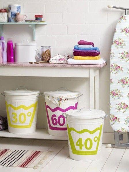 Es gibt einen Raum, der meist von uns sehr vernachlässigt wird: der Abstellraum. Hier werfen wir gern achtlos Handtücher, Wäsche, Putzmittel & Co. hinein, ohne Ordnung zu halten. Jetzt nicht mehr!