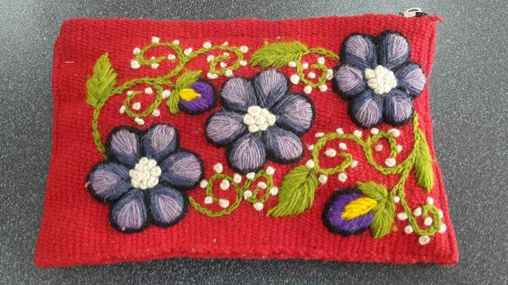 Ayacuchano embroidery bag. Peru