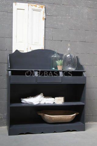 Bestekkast 10042 (grijs) - Grijzebestekkast in landelijke stijl. De kast heeft mooie afgewerkte randen met sierlijke rondingen. De half open lades zijn praktisch in gebruik. Deze kast leent zich niet alleen goed in huis, maar ook in een horeca gelegenheid!