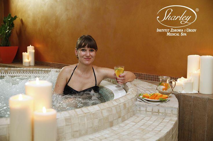 Odprężająca kąpiel w jakuzzi w Wellness Sharley