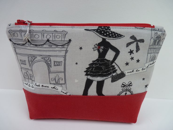 "Trousse ""Moi Paris"" https://www.etsy.com/fr/listing/234798206/trousse-zippee-maquillage-imprime-moi?ref=shop_home_active_18"