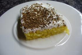 Jak upéct prolévaný koláč se šlehačkou | recept