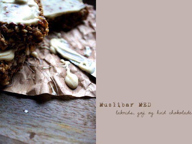 Müslibar med lakrids og hvidchokolade