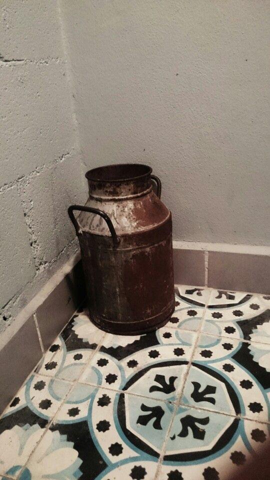 Para un bote de basura en el baño