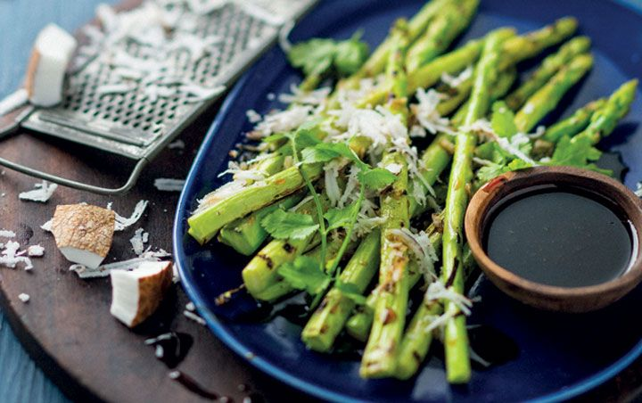Grilled asparagus salad with soy dressing and coconut