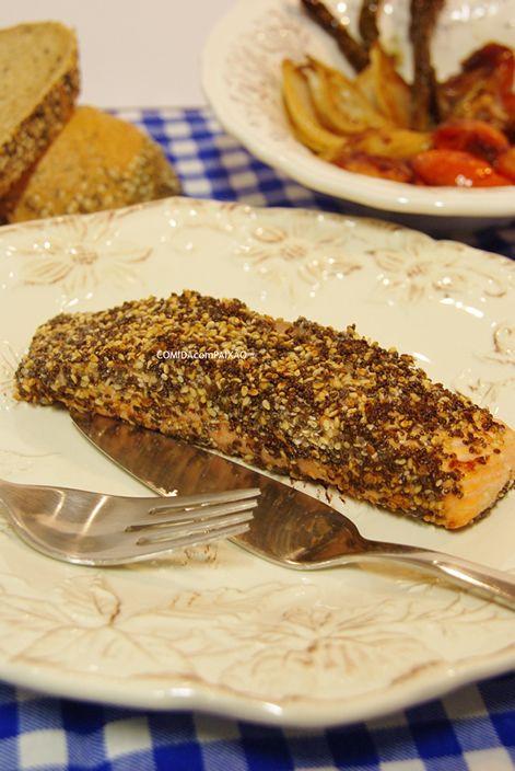 COMIDAcomPAIXÃO : Salmão com crosta de Sésamo e Chia e guarnição de Legumes caramelizados em Vinagre Balsâmico