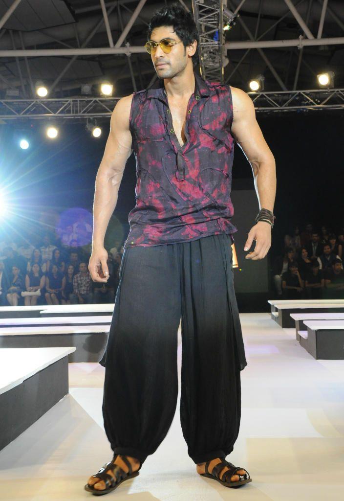 He's hot on screen. He's smokin' hot here. Rana Daggubati walking for Asmita Marwa.