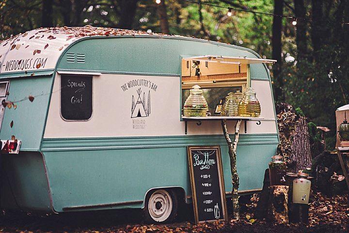 Bohemian wedding ideas - woodland wedding ideas - wedding bar #rusticweddinginspiration