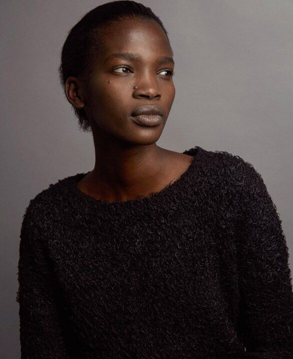 Юная черная африканка с белым в хорошем качестве 720 фотоография