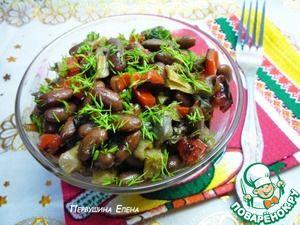Теплый грибной салат с красной фасолью, печеным перцем и острой заправкой