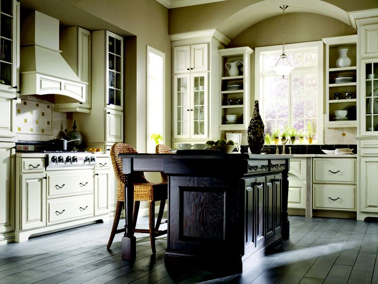 Traditional kitchen from thomasville classic fallidays for Thomasville kitchen cabinets