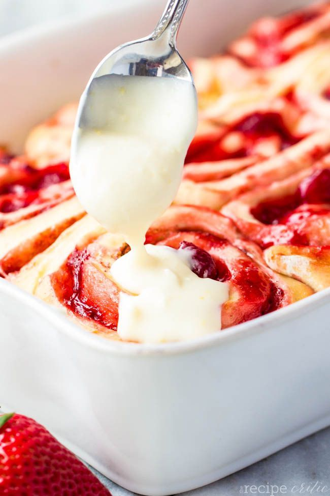strawberrycinnamonrolls3