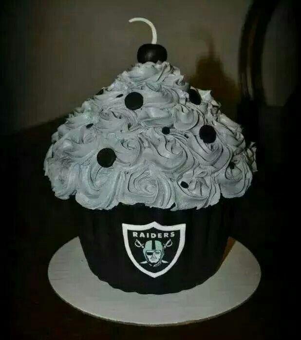 Raiders cupcake
