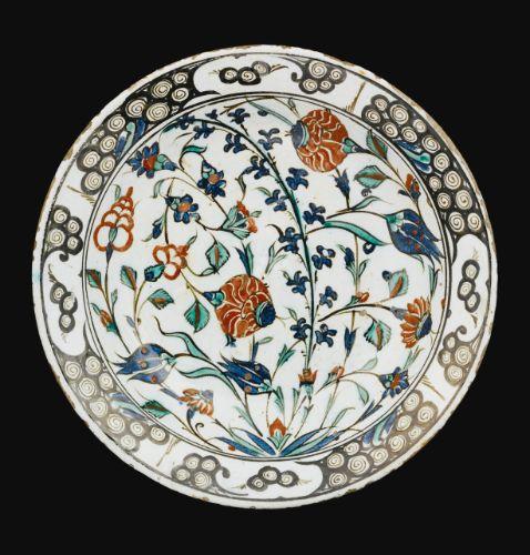 An Iznik polychrome pottery dish, Turkey, Circa 1570-1580 | Lot | Sotheby's