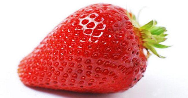 Halloumisallad med jordgubbar