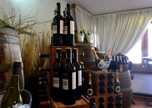 Pop into Stonehaven on Vaal on the #VaalWineRoute #Wine #Vaal #VisitGauteng #casket #cellar   http://www.gauteng.net/blog/entry/dont_miss_the_boat_wine_tasting_at_stonehaven_on_vaal/