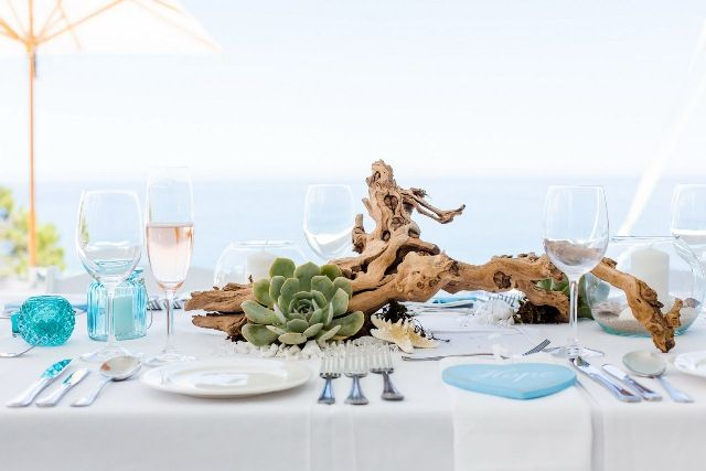 Driftwood centre piece, beach theme, blue, white, succulents, shells, star fish, candles, Camps Bay, Cape Town. RW0A0734_resize