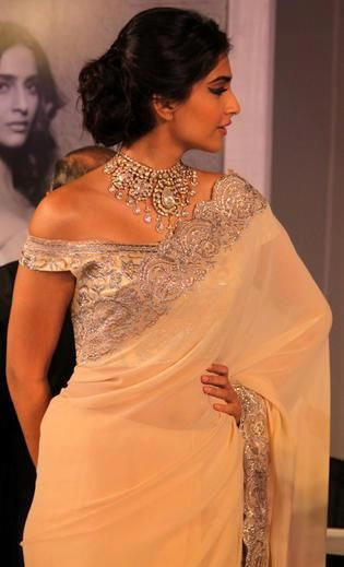 Perfection. I love the hair, makeup, jewelry, and dress. <3 <3 <3 #SonamKapoor