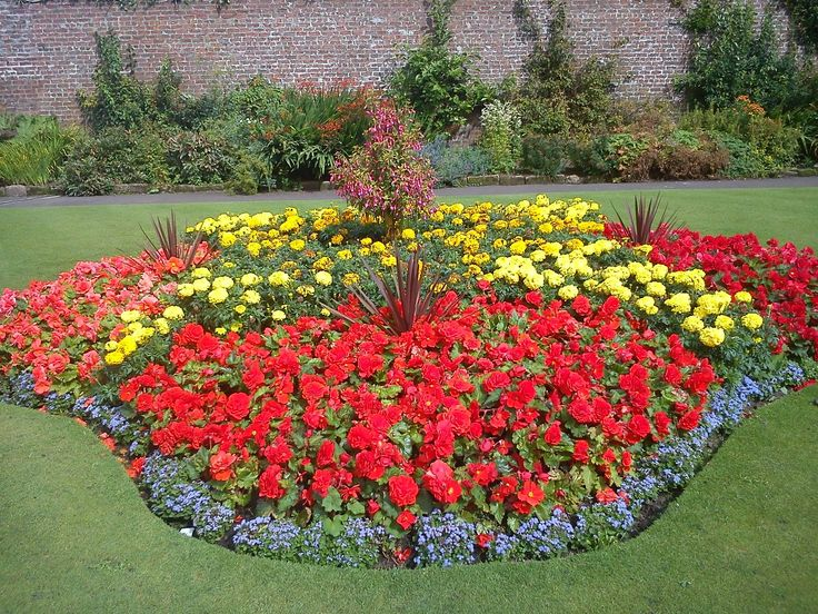 1000 images about correct flower beds for your garden on for Amazing flower gardens