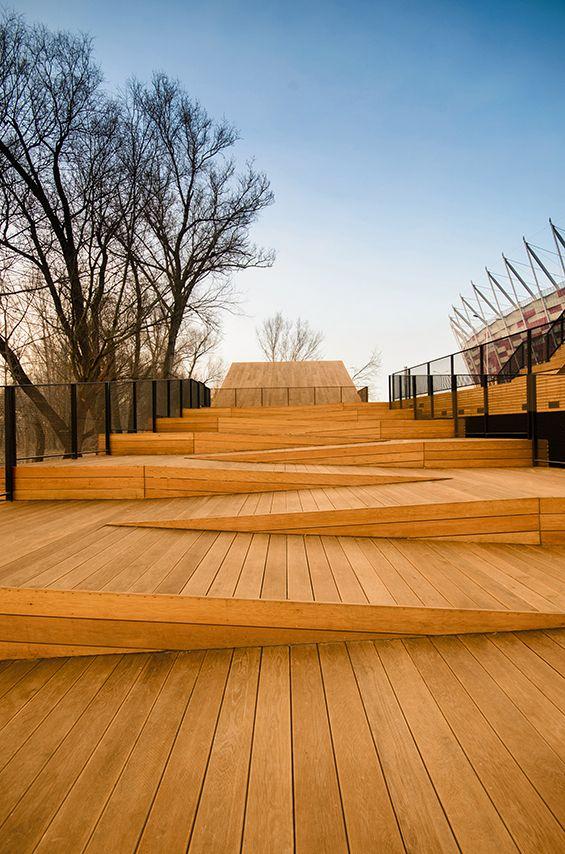 Ponadto Grupa Projektowa a conçu un pavillon de plage fluviale au bord de la Vistule à Varsovie en Pologne. La vocation principale de ce pavillon est de relier le niveau haut des quais à celui de la plage accessible en saison. ...