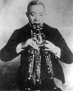 Wilbur Sweatman made his name in vaudeville playing three clarinets at once.