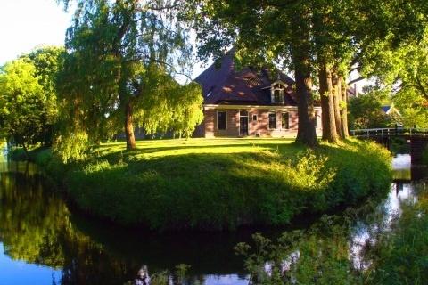 Granja restaurada del siglo XVII en la campiña holandesa, ideal para familias con niños y mascotas. #swapofthemorning