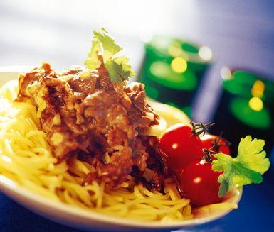 Renskavsröra med trattkantareller och messmör | En härlig röra på trattkantareller, renskav och messmör! Servera renskavsröran tillsammans med nykokt pasta och en brödbit. Enkelt, gott och mättande.