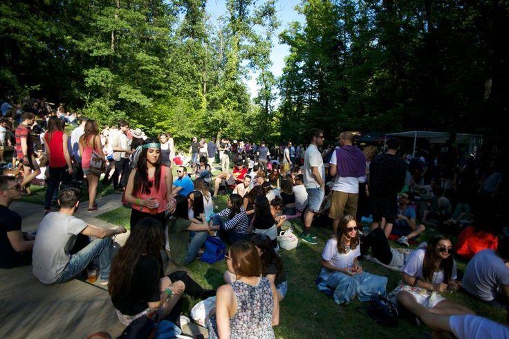 Her yıl bahardan yaza geçişi anımsatanChill-Out Festival'in programı açıklandı.2006'dan beri devam eden festivalin bu yıl 12. düzenleniyor. Düzenlendiği yıllar içinde çıtayı hep yükselten festivalin bu seneki listesi ise görülmeye ve gidilmeye değer. Festivalin tarihindeki en geniş kapsamlı müzik seçkisine sahip programda Akatana, Alafia, Atom, Baby Vulture, Be Svendsen, Burnt Friedman, Canson, Chaim, Culde De Song …