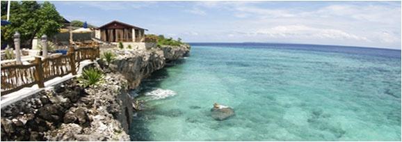 Amatoa Resort   Dibangun di sebuah tebing di ujung paling selatan Sulawesi. Akses mudah melalui Bandara Internasional Ujung Pandang / Makassar atau dengan kapal pesiar dari Bali.  http://www.amatoaresort.com/