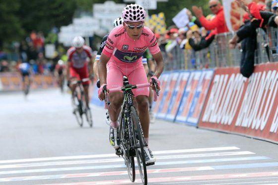 Nairo Quintana ganó la cronoescalada y se afianza primero en el Giro de Italia 2014