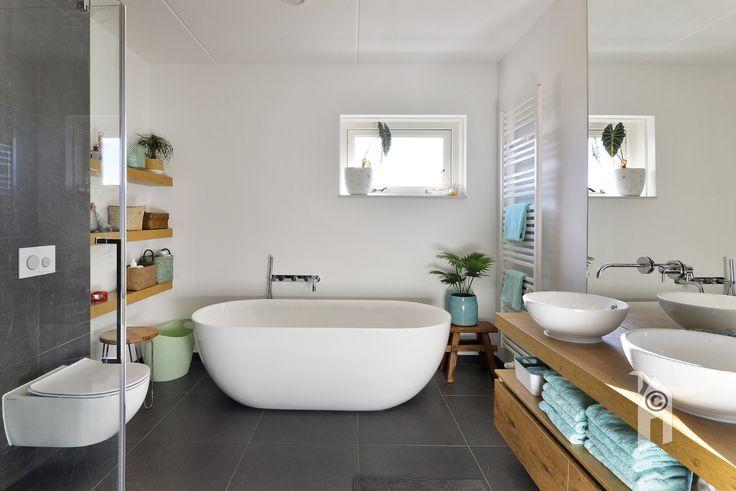 Badkamer in een Traditioneel huis! Douche warmteterugwin-systeem