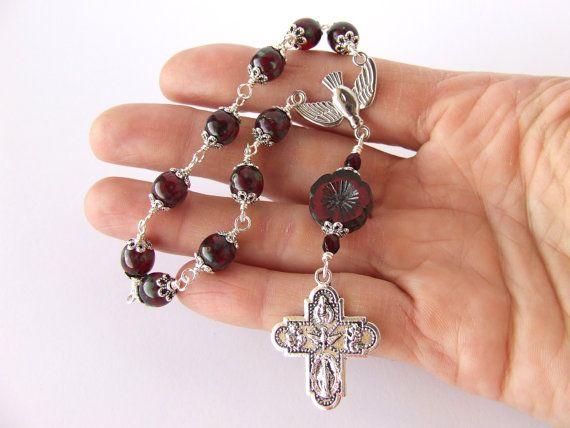 Perles de chapelet catholique avec un fil à la main pièce