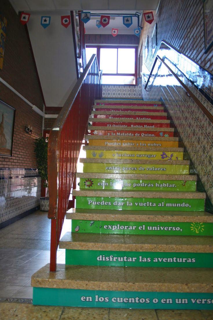 Subimos, bajamos, subimos y volvemos a bajar a diario las escaleras de nuestros colegios. ¿Cómo aprovechar este espacio?, ¿Cómo potenciarl...