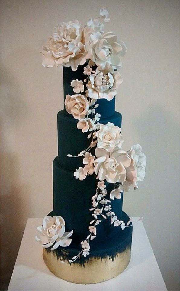 What do you think of this turquoise wedding cake with white flowers?
