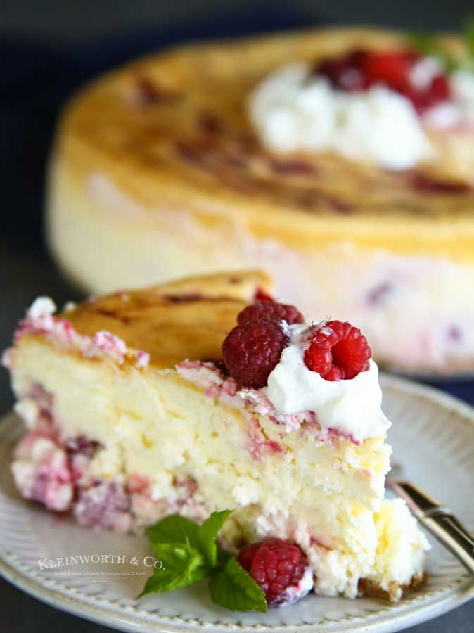 This Raspberry Cheesecake Recipe is a thick & creamy New York-Style cheesecake l…