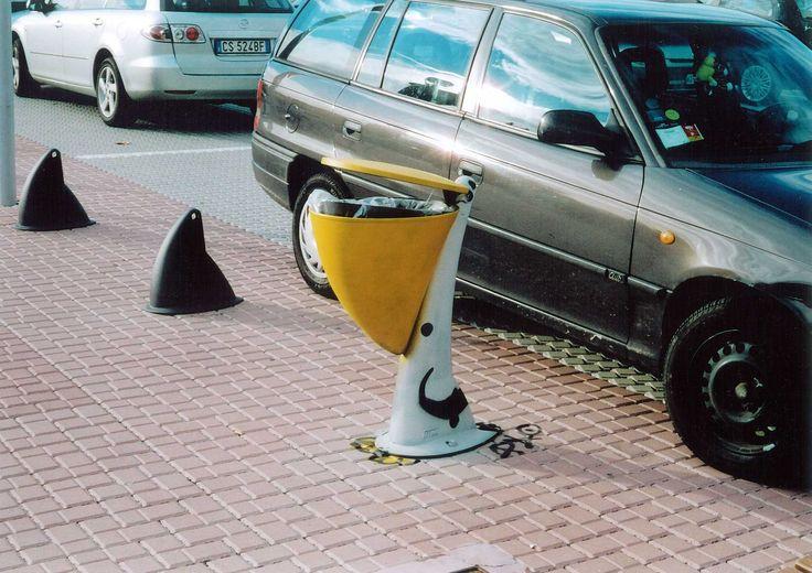 """street art by Pao. """"pellicano"""". 2006, milano. http://restreet.altervista.org/angoli-desolati-del-panorama-cittadino-diventano-piccole-isole-di-colore/"""