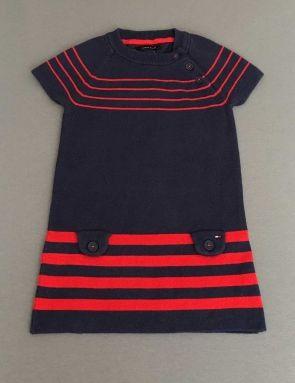 Tommy Hilfiger. Vestido azul marino con rayas rojas y bolsillos