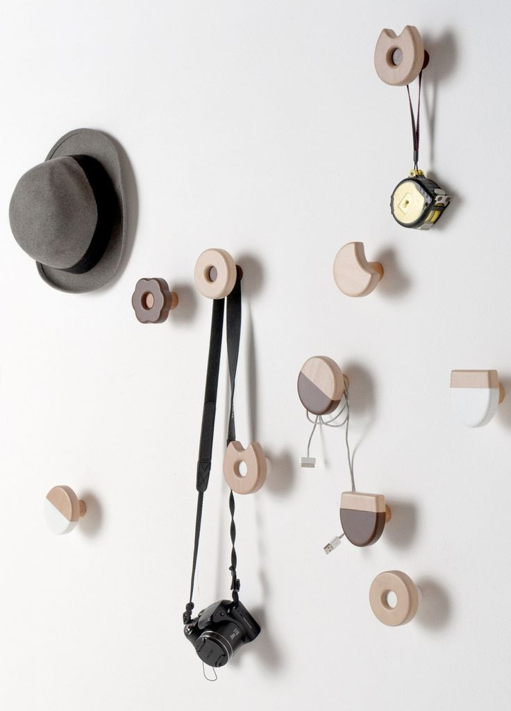 Wall-mounted solid wood coat rack FROLLE by Formabilio | #design Andrea Brugnera @formabilio